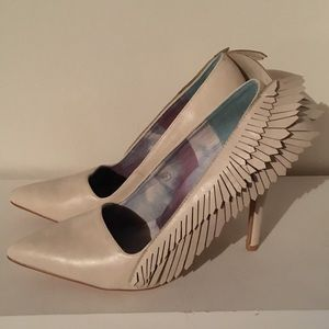 Angel Wing Pumps Size 7